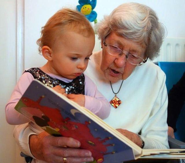 Как оформить отпуск по уходу за внуком работающей бабушке?