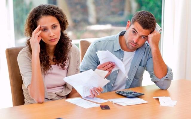 Как выписать дочь из квартиры, если он там не проживает и не платит?