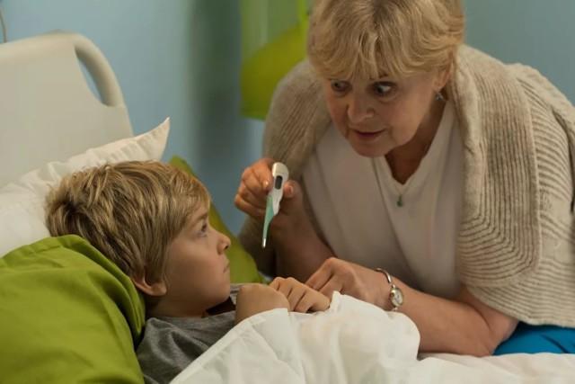 Дадут ли бабушке больничный, если родители работают?