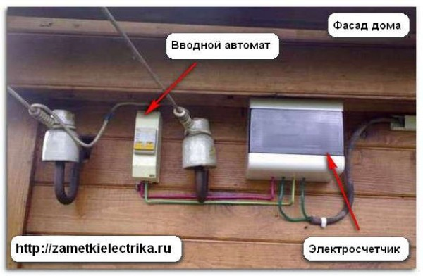 Могут ли заставить вынести электросчетчик на улицу в частном доме?