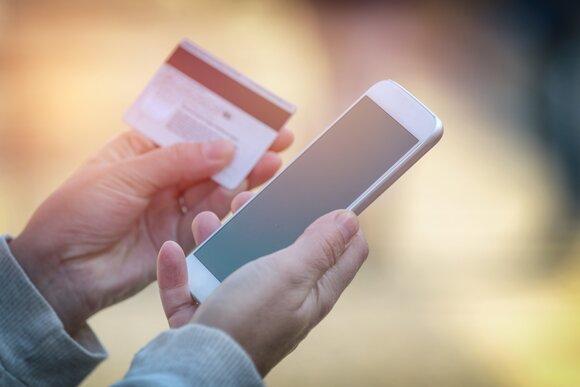 Как обезопасить себя от кражи денег с банковской карты?