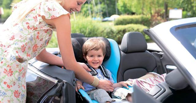 Как нужно перевозить детей в автомобиле по закону?