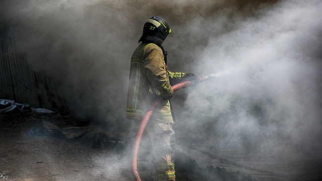 Что делать, если сгорел дом без страховки, по закону?