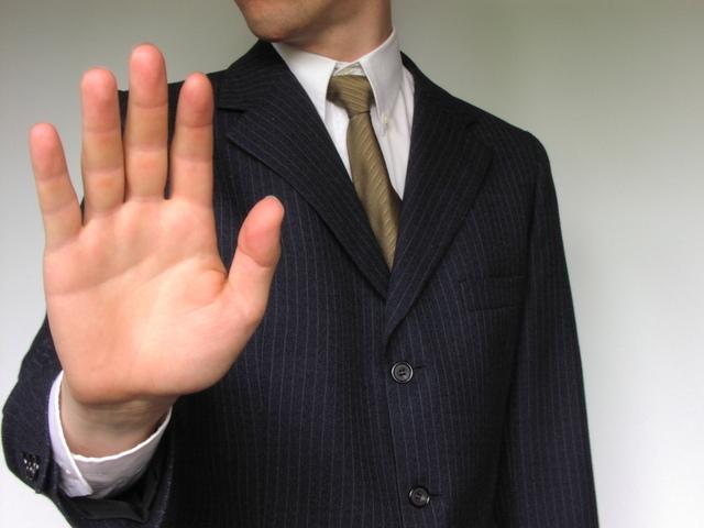 Расторжение договора подряда по инициативе заказчика или подрядчика в одностороннем порядке: образец уведомления (письма) об отказе исполнения условий и последствия