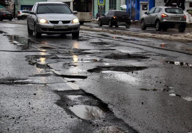 Как пожаловаться на яму и отремонтировать дорогу во дворе