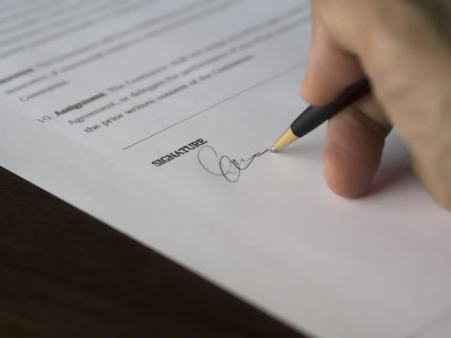 Прописать человека в квартиру не родственника: можно ли? Что нужно и какие последствия ожидать при регистрации чужого человека?
