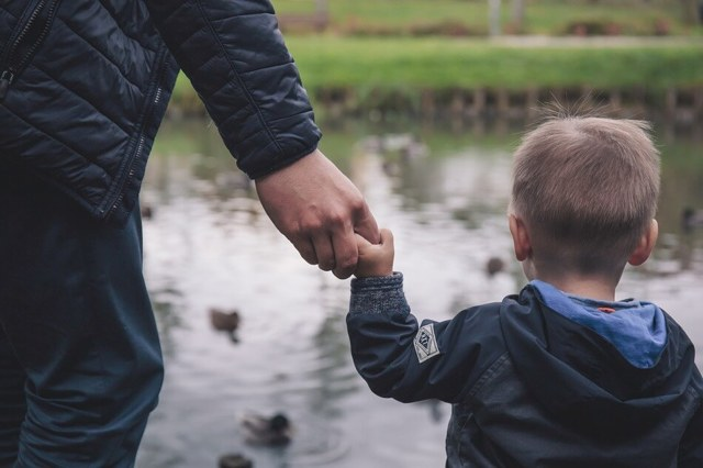 Усыновление ребенка жены от первого брака в 2021 году: условия, порядок действий, документы