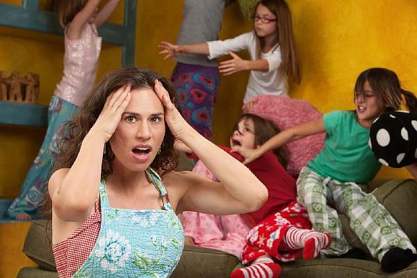Что делать, если соседи жалуются на ребенка: на шум, топот, плач