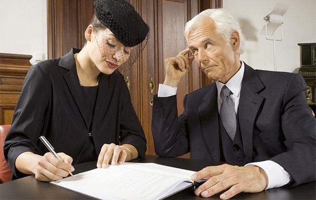 Кому после смерти мужа по закону переходит имущество?