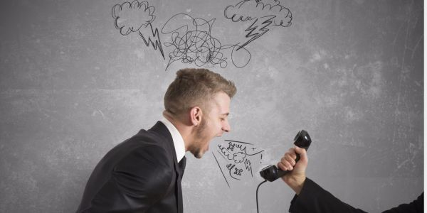 Что делать если коллекторы звонят на работу по долгу сотрудника, имеют ли они на это право