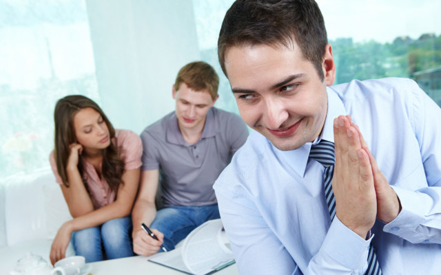 Как обманывают продавцов квартир: риэлторы могут обмануть при продаже квартиры