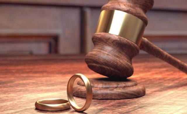 Кто платит госпошлину при разводе и какова сумма оплаты