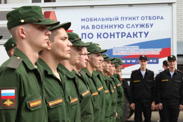 Зарплата военнослужащих в России в 2021 году: таблица по званиям
