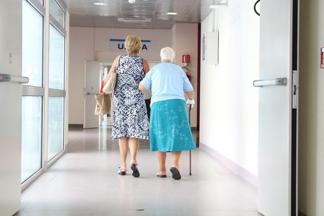 Что дает опекунство над пожилым человеком - 80 лет, какие льготы - Брак-Эксперт