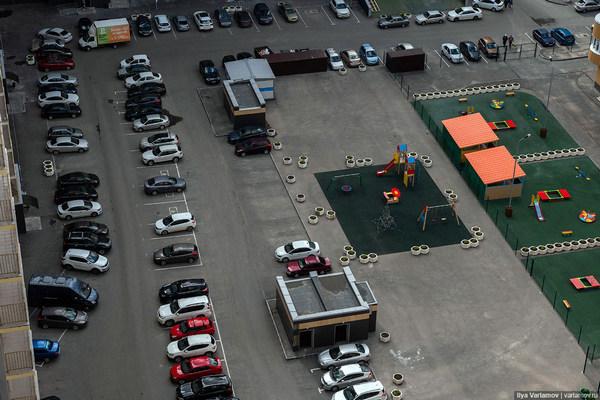 Как правильно организовать парковку во дворе многоквартирного дома?