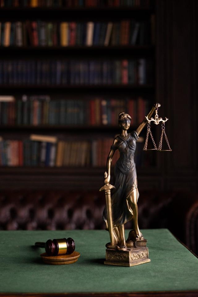 Как снять арест с автомобиля: порядок действий и условия